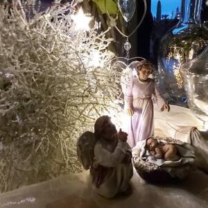 Ningún hogar sin belén.  #pessebre #figuresdepessebre #belenes #figura #adornosnavidad #christmas #presepe #jesus #MontserratRibes #god #jesuschrist #handmade #followforfollowback #love #likeforlikes #nice #navidad #amazing #dios #presepi #art #escultura #photography #virgin #shop #cute #baby #share #belem #shop