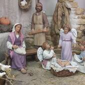 Cuidando a Jesús.  #pessebre #figuresdepessebre #belenes #figura #adornosnavidad #christmas #presepe #jesus #MontserratRibes #god #jesuschrist #handmade #followforfollowback #belenesnavideños #love #likeforlikes #nice #christmas #amazing #dios #presepi #art #escultura #photography #together #virgin #adorable #cute #love #baby #share